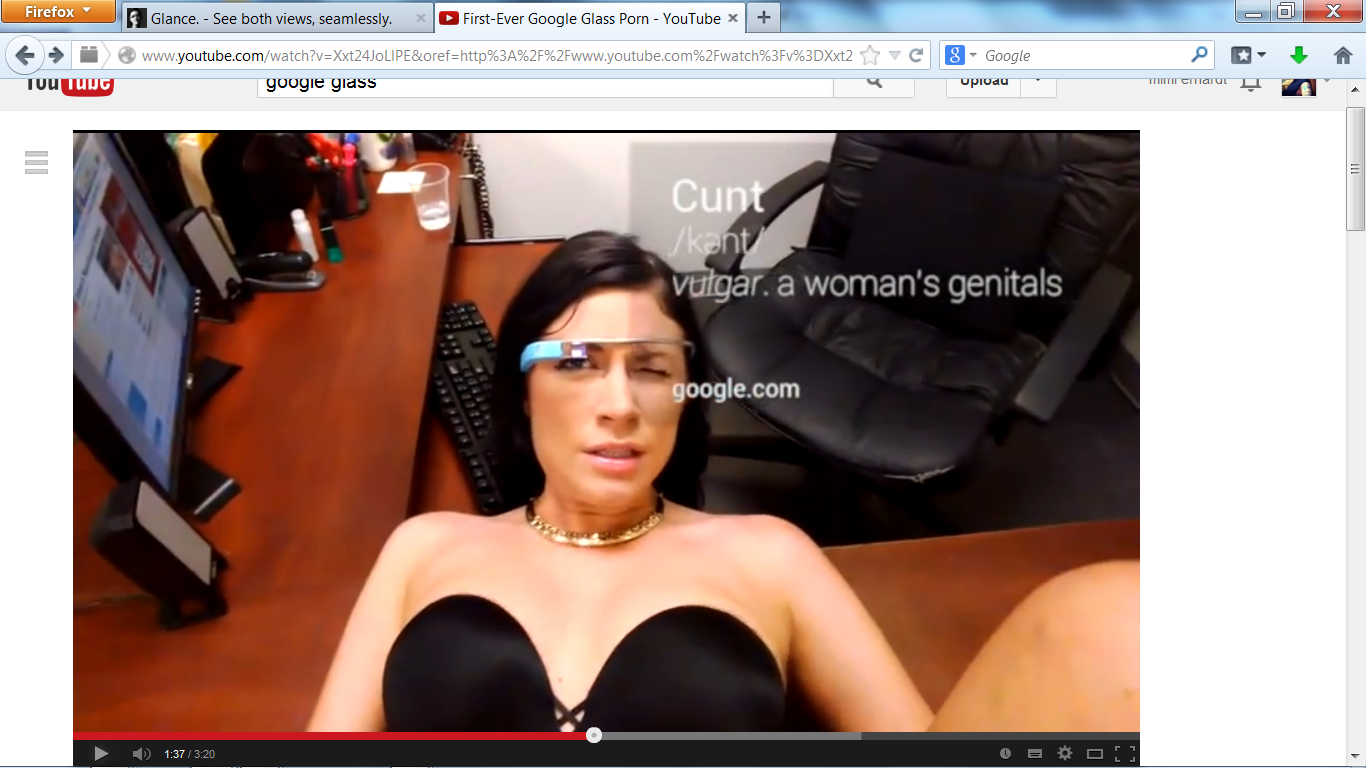 Pornostar Andy San Dimas mit Google Glass Brille.